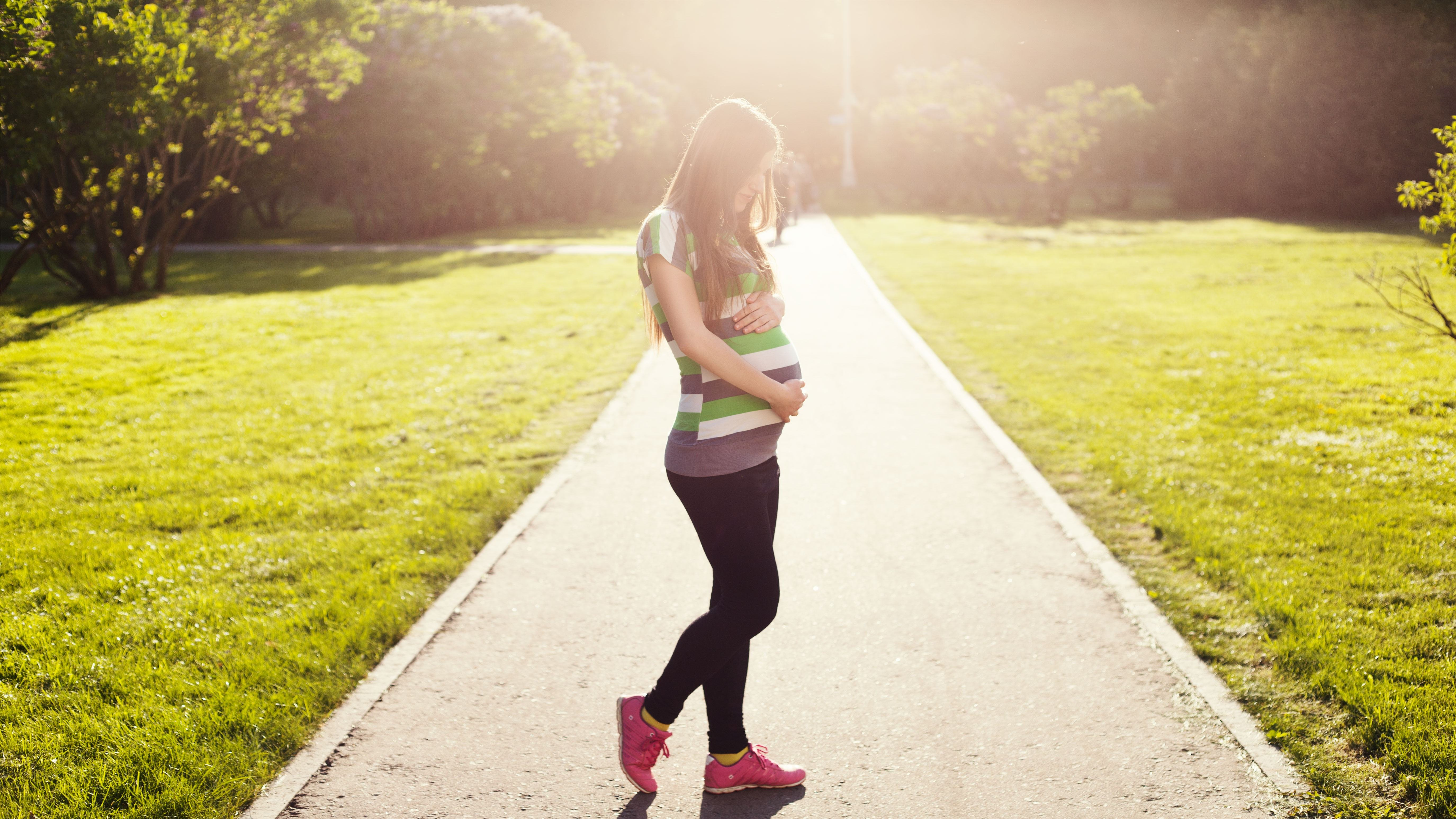 pregnantakros